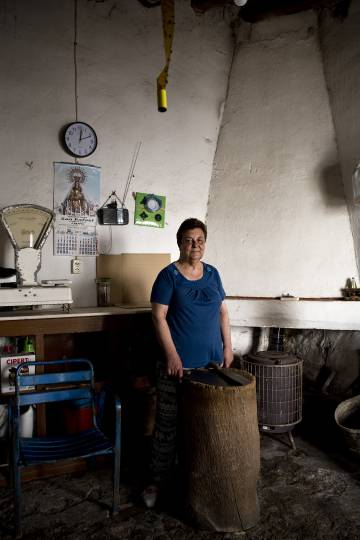 Mari Loli Sánchez, daughter and granddaughter of the local butchers in Almorchón (Badajoz).
