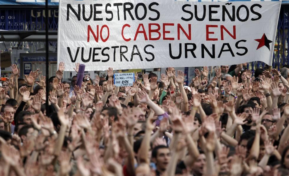 Manifestantes en la Puerta del Sol de Madrid el 21 de mayo de 2011.