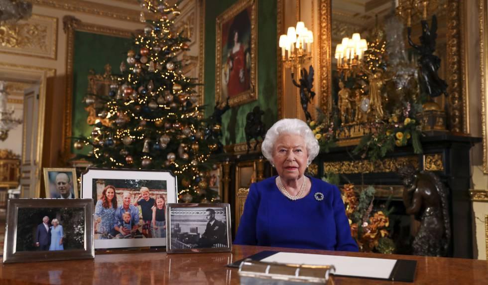 La reina Isabel II, en su mensaje de Navidad grabado en el castillo de Windsor.