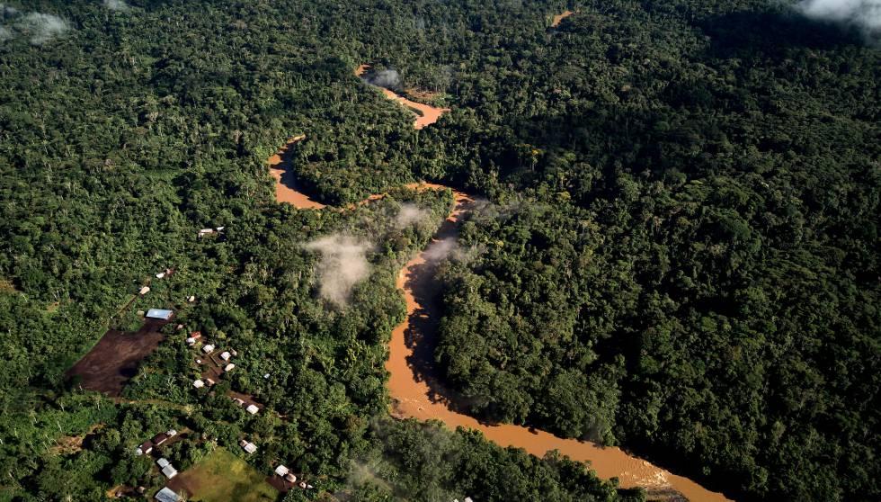 Vista aérea de la comunidad de Copataza, el próximo punto que será alcanzado por la nueva carretera.