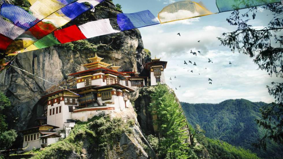 Monasterio de Taktshang Goemba, el famoso Nido del Tigre, enclavado a 3.200 metros de altitud.