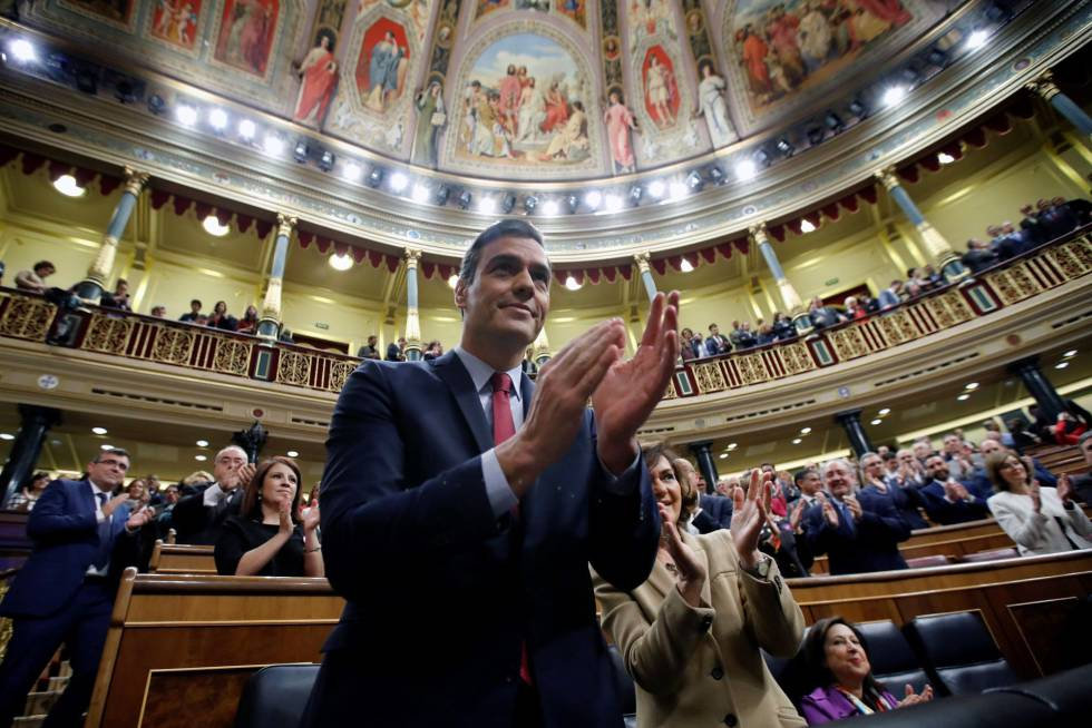 Pedro Sánchez voted back in as Spanish prime minister by Congress