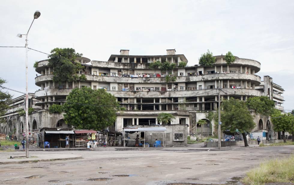En Gran Hotel Beira, que hoy acoge a 1.800 okupas.