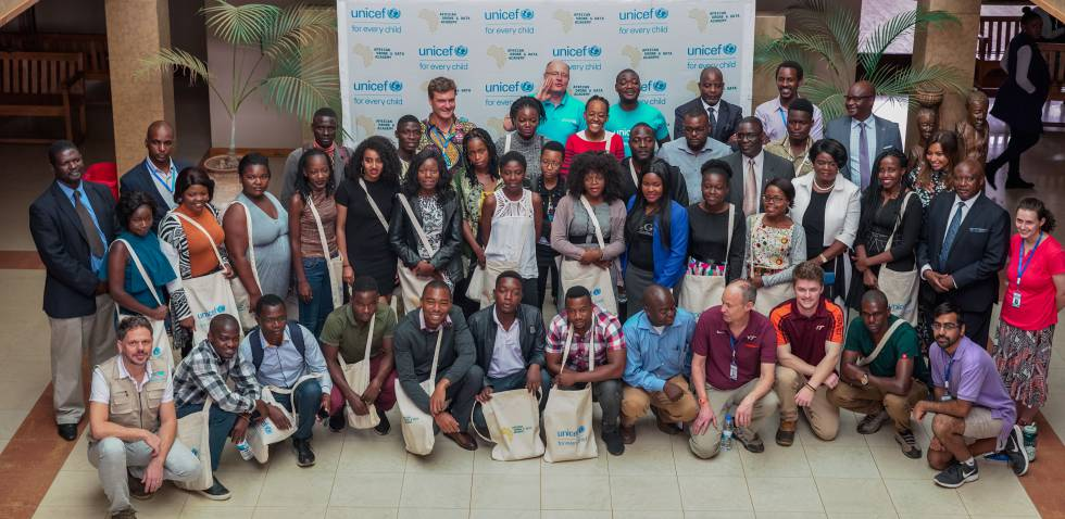 Los primeros estudiantes y profesores de la Academia Africana de Drones y Datos en la presentación del proyecto en Malawi.