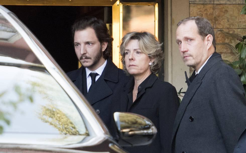 Simoneta Gómez: Accebo mit ihrem Sohn Luis und ihrem Bruder Bruno bei der Beerdigung seiner Mutter, der Infantin Pilar.