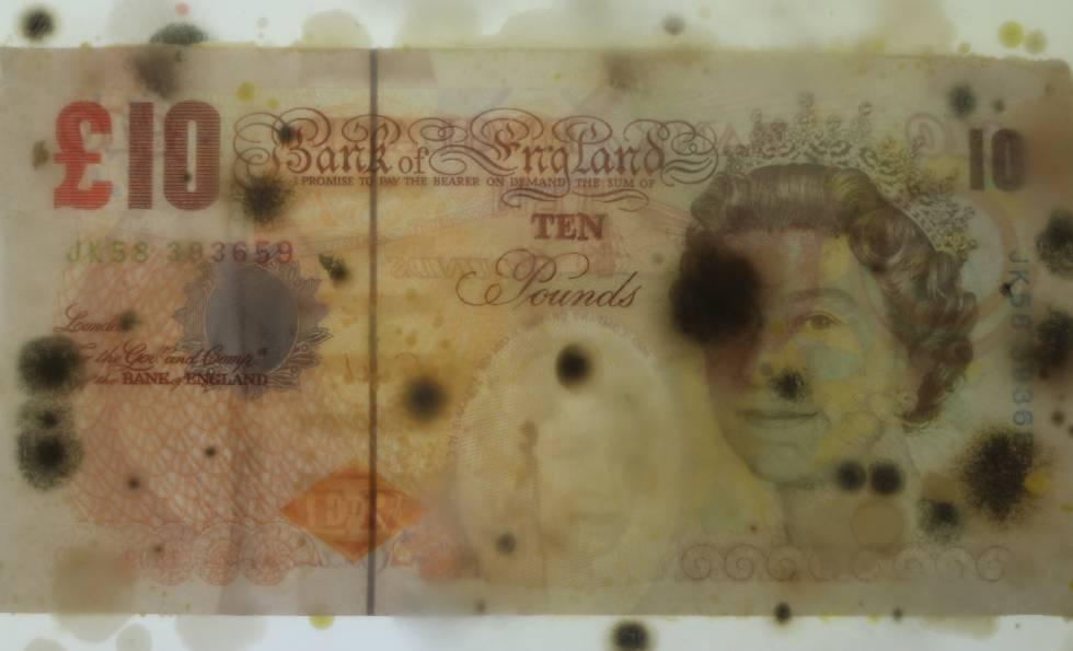 Un billete de 10 libras con la figura de la Reina de Inglaterra.