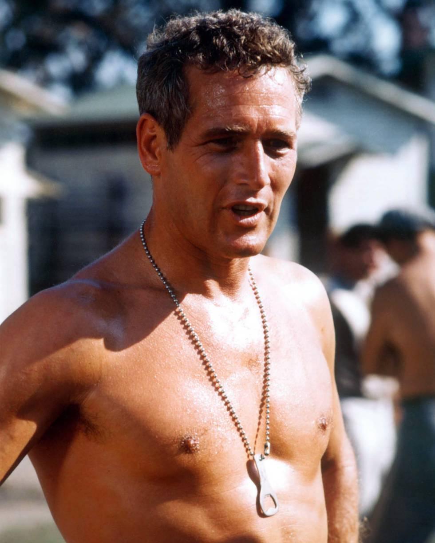 El actor en 'La leyenda del indomable', con el abrebotellas colgándole del cuello.