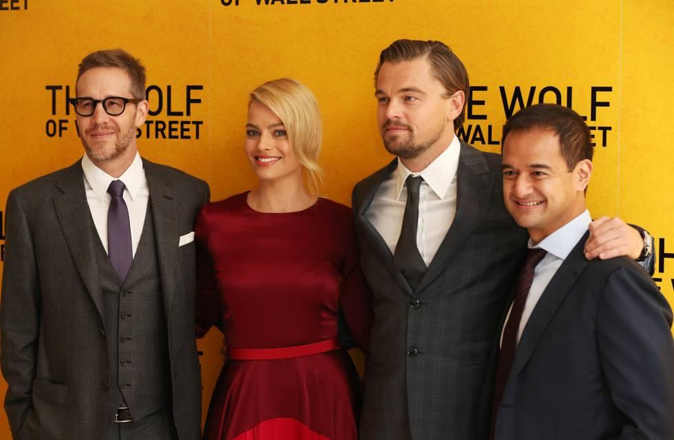 De izquierda a derecha, Joey McFarland, Margot Robbie, Leonardo DiCaprio y Riza Aziz en el estreno de 'El lobo de Wall Street' en Londres en enero de 2014.