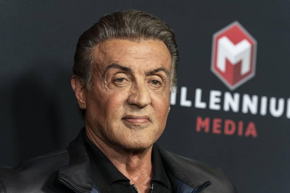 Con barba y cabello cano: Sylvester Stallone rejuvenece ...