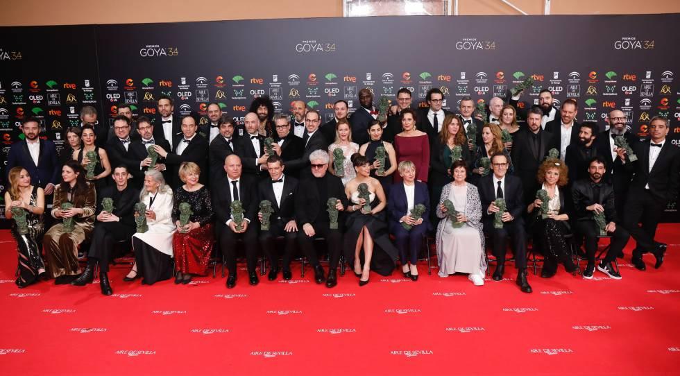 Los ganadores de los Premios Goya de este año posan juntos en Málaga.