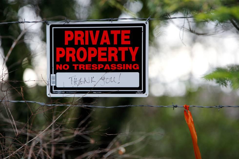 Un cartel colocado en la fachada de la vivienda de los duques de Sussex en Canadá en el que se puede leer