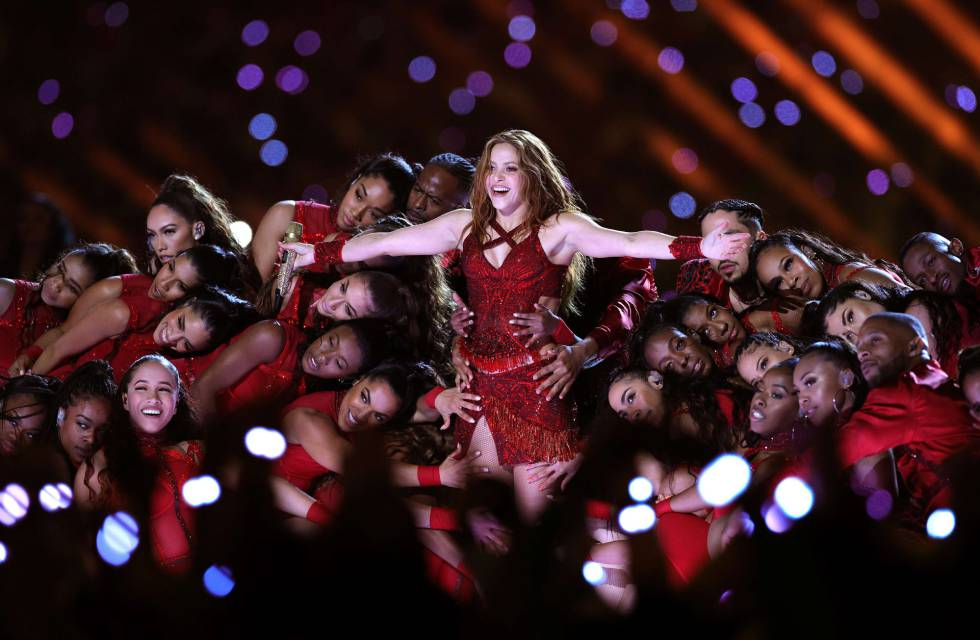 Shakira durante su actuación en la Super Bowl.