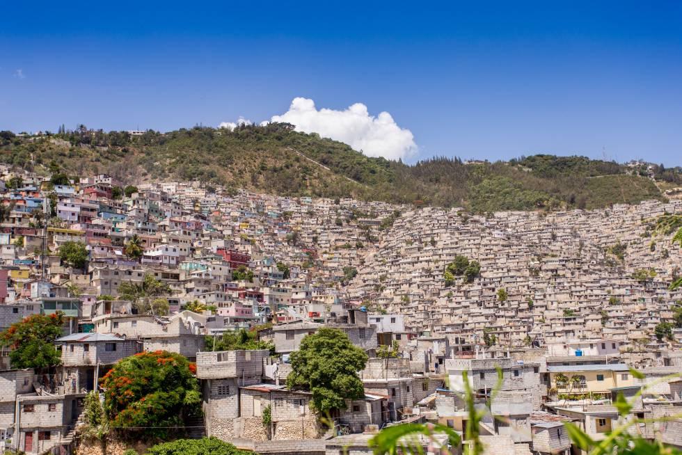 El caos en la construcción de algunos barrios llegó a colorearse, como Jalousie en Petion Ville. Si bien quedaron más bonitos, más folclóricos, no son más dignos.
