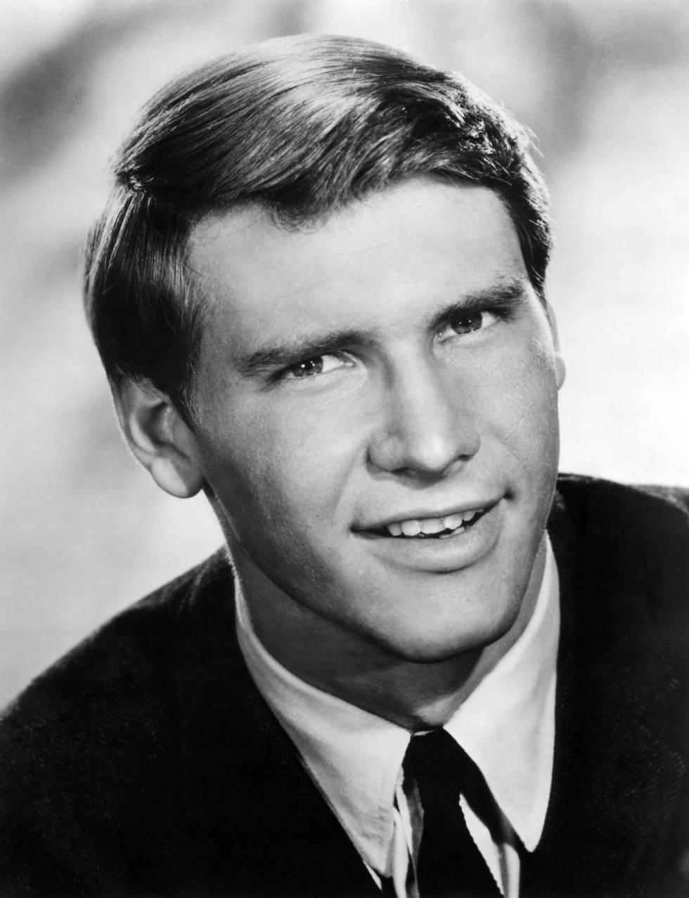 Foto de estudio de Harrison Ford en la década de los sesenta, cuando era un joven actor contratado para hacer pequeños papeles (a veces sin frase).
