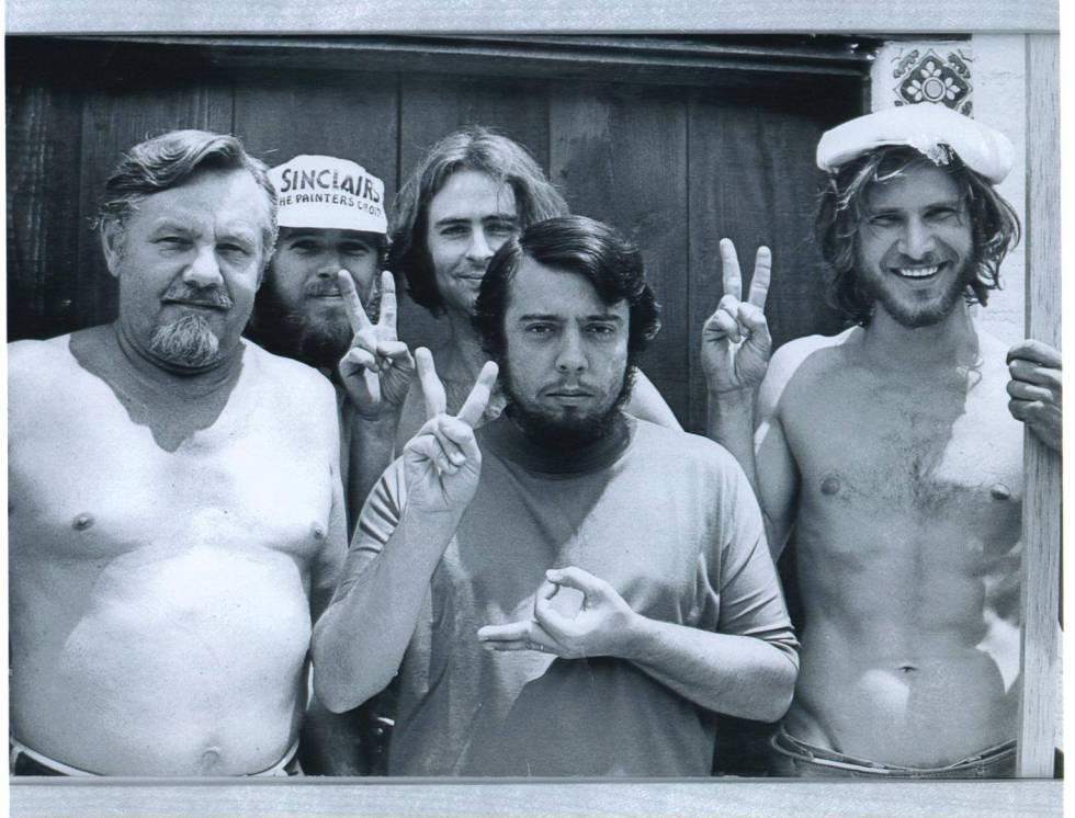 La célebre imagen de Harrison Ford como carpintero (a la derecha) que compartió en 2015 el músico Sergio Mendes (en el centro) y que se hizo viral.
