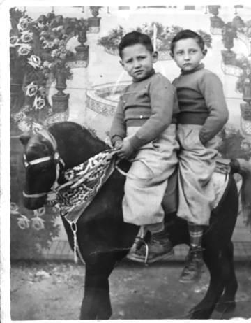 Columna   Niños que no sonríen en las fotos
