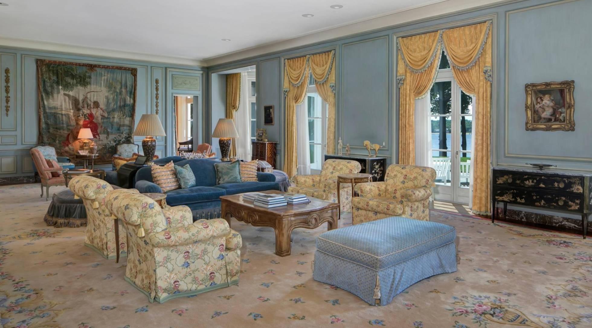 Uma das salas de estar na casa do vocalista principal da banda Bon Jovi.