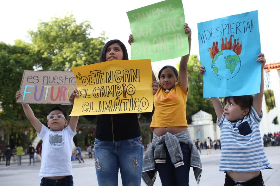 Un grupo de jóvenes activistas contra el cambio climático.