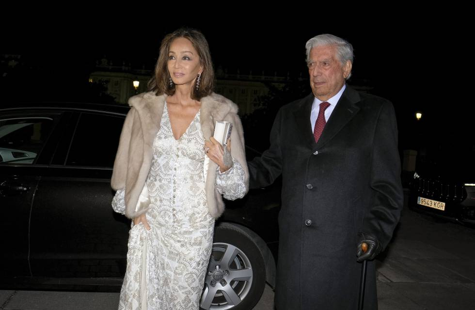 Isabel Preysler and Mario Vargas Llosa arrive at the Teatro Real in Madrid on November 13.