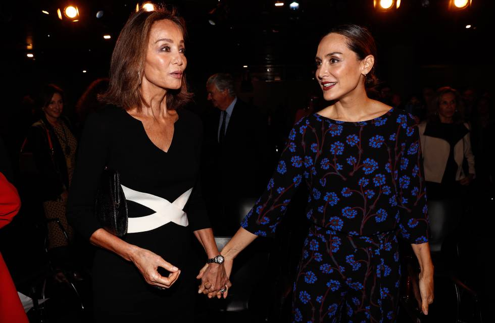 Tamara Falco with her mother, Isabel Preysler, at the presentation of a book last October.