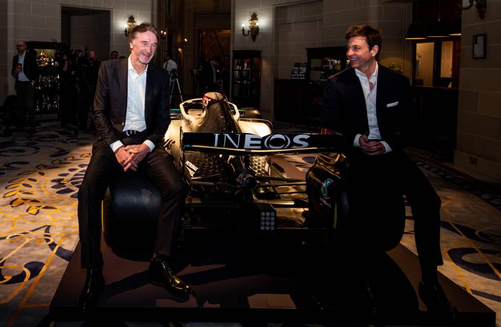 Jim Ratcliffe, fundador y presidente de INEOS (izquierda) y Toto Wolff, director ejecutivo del equipo Mercedes de F1, el 10 de febrero en Londres.