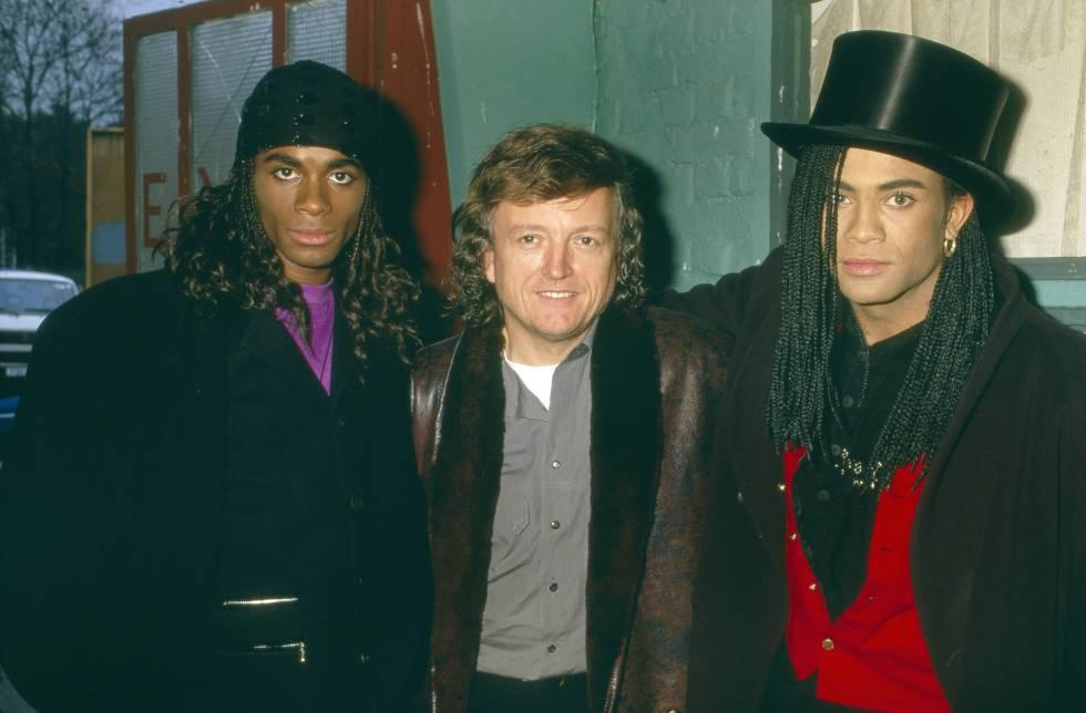 El productor y creador de Milli Vanilli Frank Farian (en el centro) con Fab Morvan (izquierda) y Pilatus en Múnich en 1988.