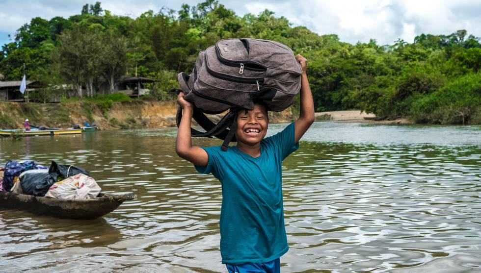 Un niño de la comunidad de Pichima Quebrada, a la que retornaron los indígenas.