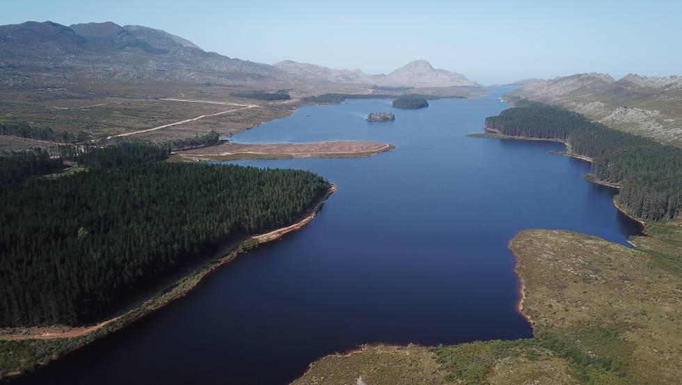 La presa de Steenbras, que abastece, a Ciudad del Cabo, a principios de febrero.
