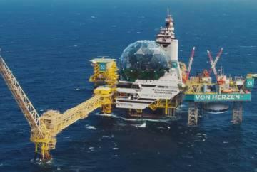 ¿Y si las plataformas petrolíferas se reconvirtieran en centros donde aplicar la permacultura marina? Por soñar, que no quede