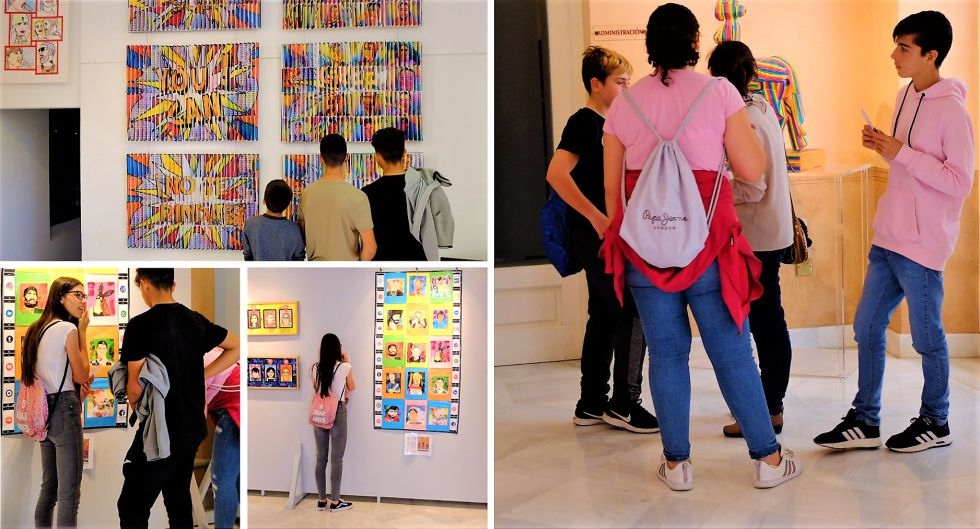 Estudiantes del IES 'Félix Rodríguez de la Fuente', realizando actividades en una visita a la muestra 'ConSumoArte'