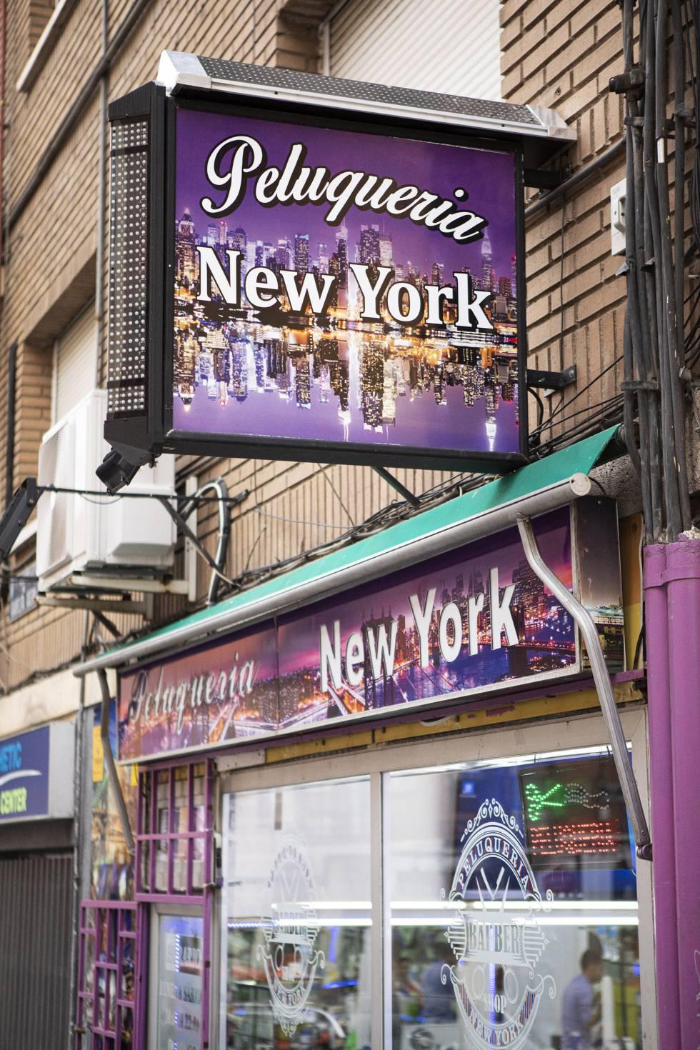 Fachada de la peluquería New York, en Madrid.