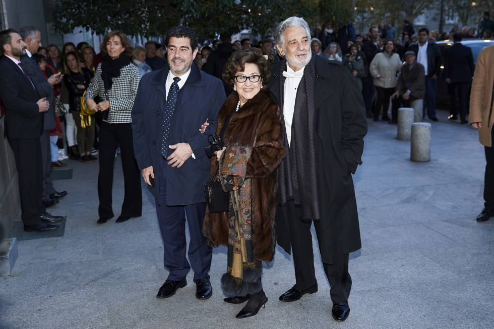 Plácido Domingo con su esposa, Marta Ornelas y su hijo Plácido en Madrid.