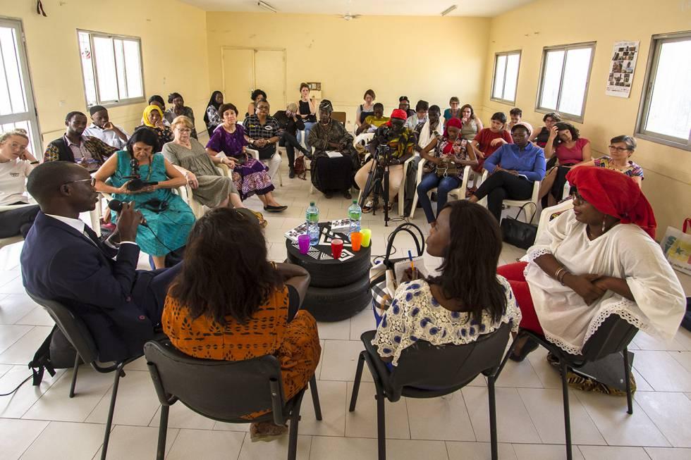 Una de las mesas redondas y clases magistrales de cine en el Centro Yennenga, un espacio de formación e incubadora de cine en Dakar.