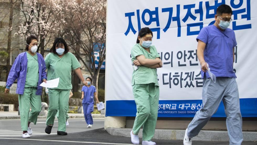 Sanitarios en la localidad de Daegu.