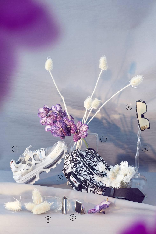 10. Zapatilla deportiva de Emporio Armani. 11. Jarra de vidrio de Zara Home. 12. Gafas de sol con espejo de Dolce & Gabbana. 13. Cuerno de cristal de Indietro. 14. Riñonera bicolor de Givenchy. 15. Copa de cristal de La Oficial. 16. Funda de mechero y caja de cerillas, ambos de Celine.