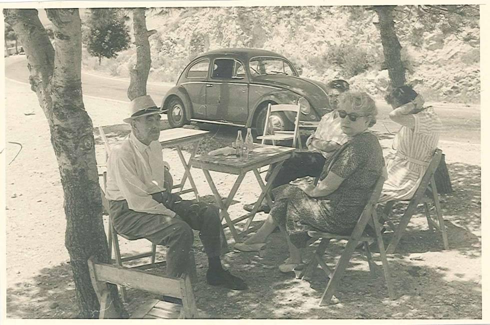 La familia Pavelic en una excursión en España en 1959, probablemente de camino al recién inaugurado Valle de los Caídos.