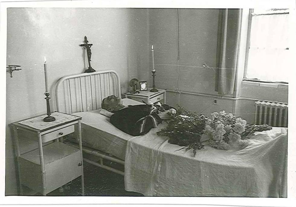La última fotografía de Ante Pavelic. Su cadáver en el hospital Alemán de Madrid.