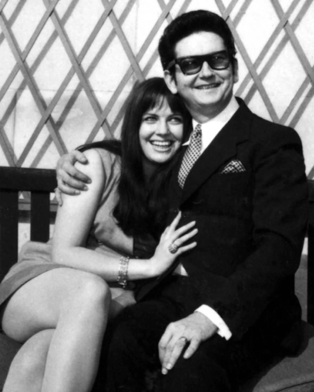 Roy Orbison con su segunda esposa, Barbara Jakobs, en 1969.