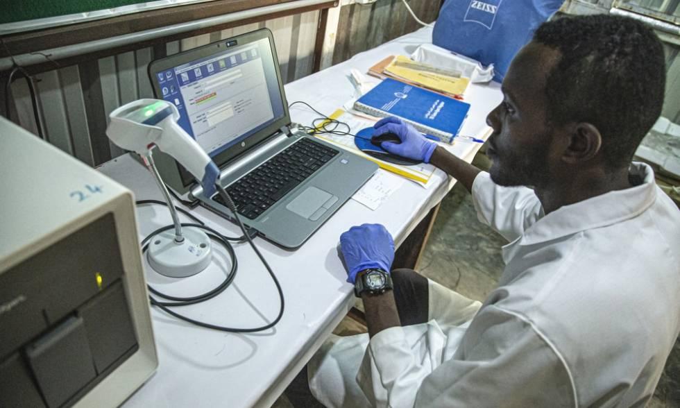Muhanned Elnour es jefe del laboratorio de MSF en el hospital del campo de refugiados de Al Kashafa, en Sudán.