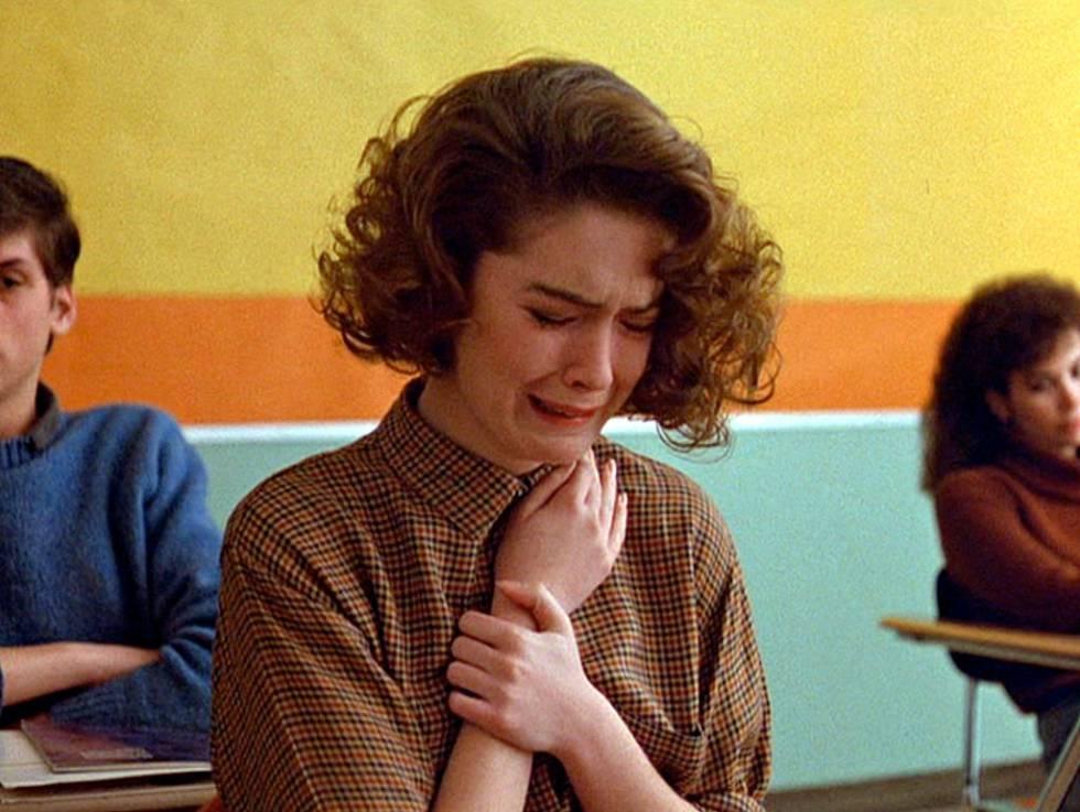 Ha nacido una estrella: la secuencia del episodio piloto de 'Twin Peaks' en la que el personaje de Lara Flynn Boyle descubre que su amiga Laura Palmer ha muerto es un clásico de la televisión y presentó a la actriz al mundo.