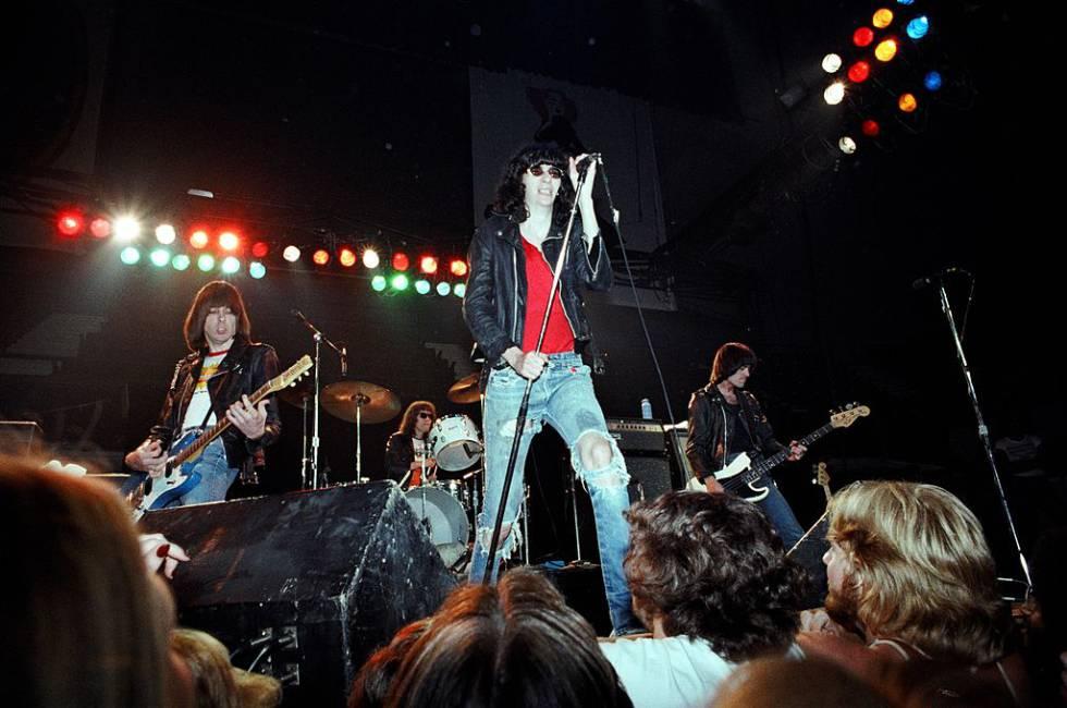 Concierto de Los Ramones en 1978, el mismo año en que fueron abucheados durante un concierto en San Bernardino.