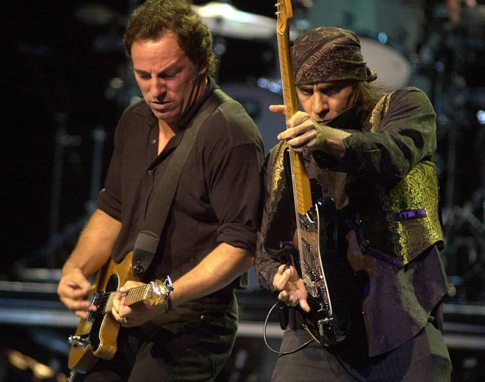Bruce Springsteen y Steve Van Zant en un concierto en Nueva York en el año 2000.