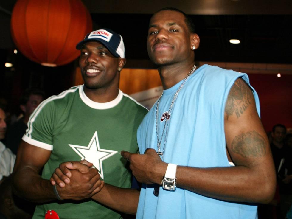 Camisetas, joyería y 'pelucos': Terrell Owens y LeBron James en los ESPY Awards de 2003. La norma era la ausencia de norma.