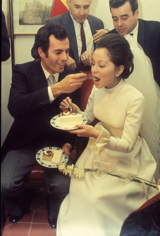 El día de la boda de Julio Iglesias e Isabel Preysler él cantó 'Gwendolyne' a peticion de sus invitados