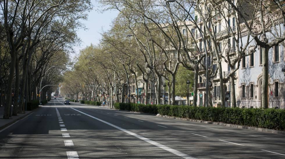 La Gran Vía de Barcelona, prácticamente vacía, durante el estado de alarma.