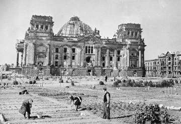 Huerto urbano en Berlín durante la Segunda Guerra Mundial.