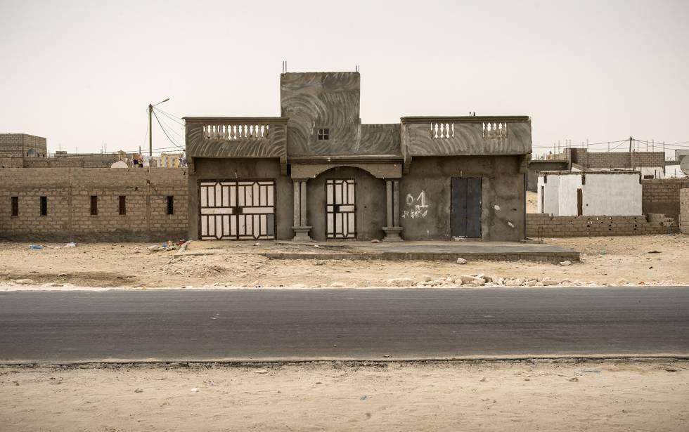 Viviendas en el polvoriento barrio de Madrid de esta ciudad, que es la segunda urbe del país y se encuentra a un paso de los territorios del Sáhara Occidental.