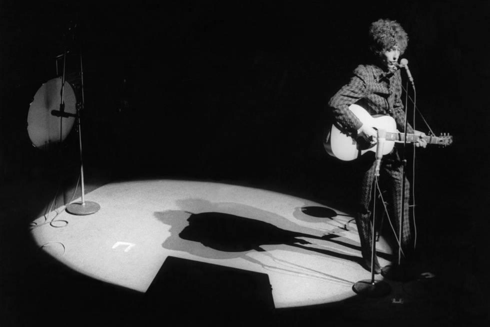 Bob Dylan siempre se ha tomado muy en serio aquello de que la música hable por él.