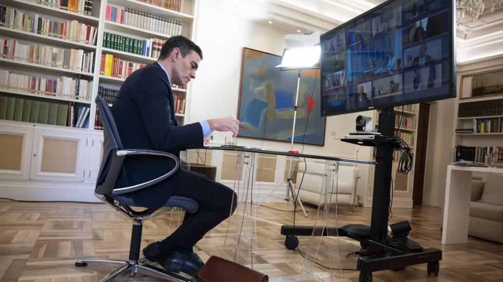 Pedro Sánchez participa en el Consejo Europeo por videoconferencia el 26 de marzo.