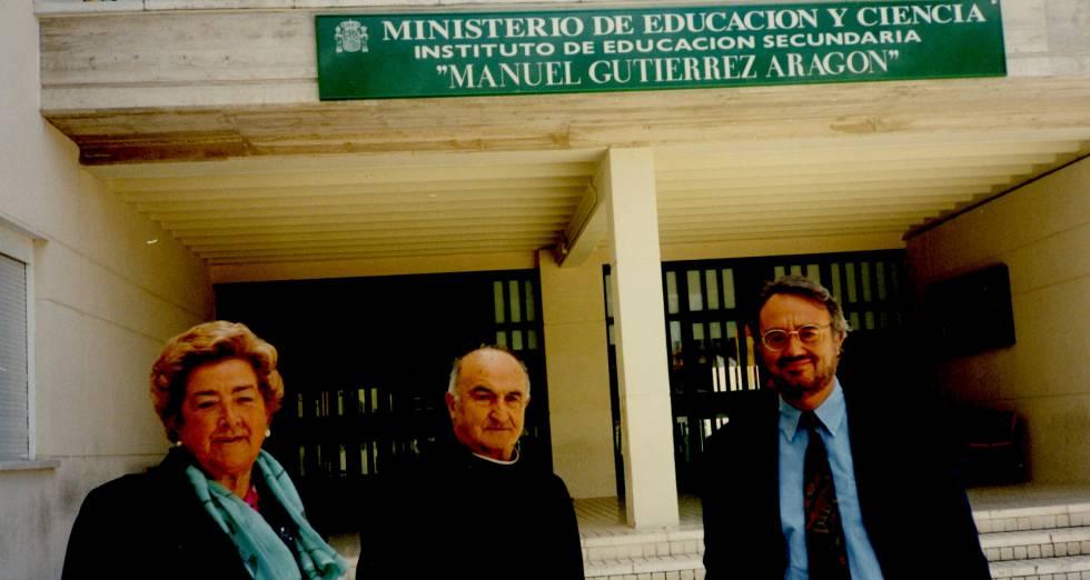 Felisa, con Gutiérrez Aragón (derecha) en 1994.